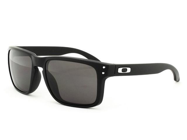Oakley OO9102-01 Holbrook Sunglasses - Matte Black Frame   Warm Grey Lens 8fc445be4f