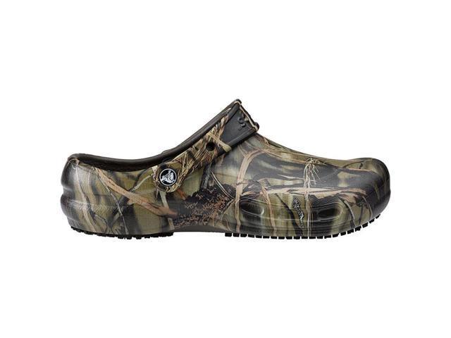 ad1ab1d13f9302 Crocs SureGrip Bistro Clogs - Slip Resistant Work Shoes - Realtree Camo  Chef Kitchen Shoes for